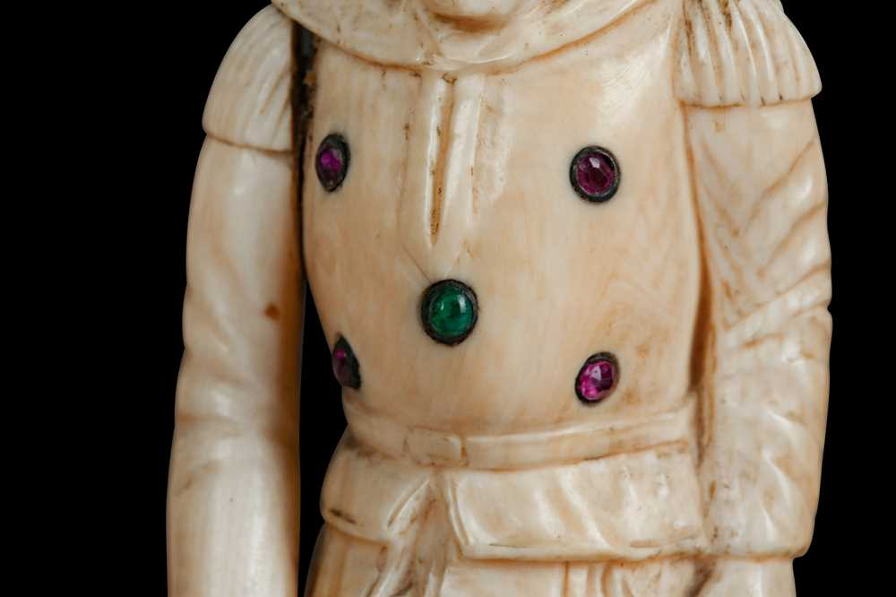 A LATE 18TH / EARLY 19TH CENTURY GERMAN IVORY FIGURE OF A RENAISSANCE MAN - Image 5 of 9