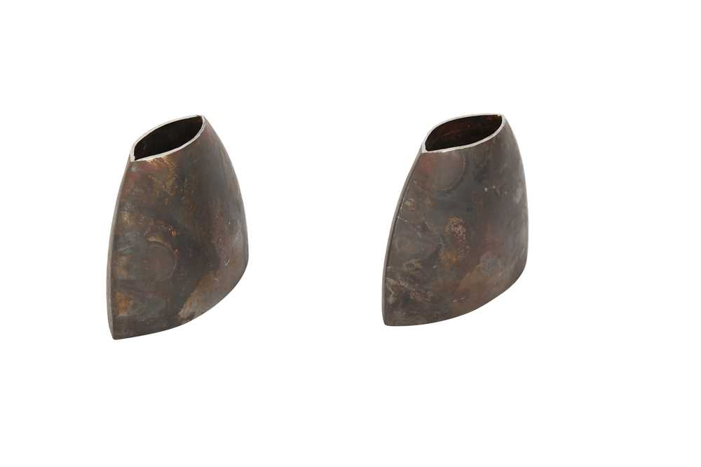 A PAIR OF BROWN PATINATED METAL VASES, CONTEMPORARY - Image 3 of 4