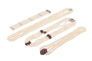 A COLLECTION OF CULTURED PEARL JEWELLERY