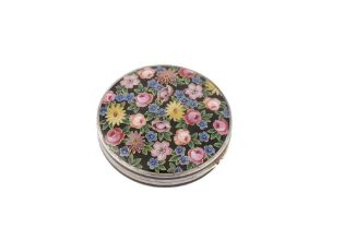 A 20TH CENTURY GERMAN 935 SILVER AND ENAMEL COMPACT