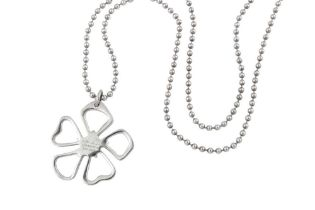 A TIFFANY FLOWER PENDANT NECKLACE