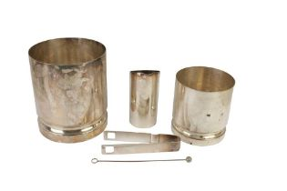 A SILVER PLATED ICE BUCKET, 20TH CENTURY