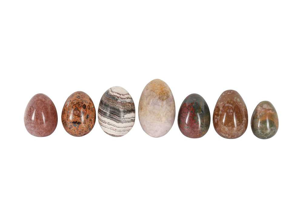 A COLLECTION OF SEVEN HARD STONE MINERAL EGGS