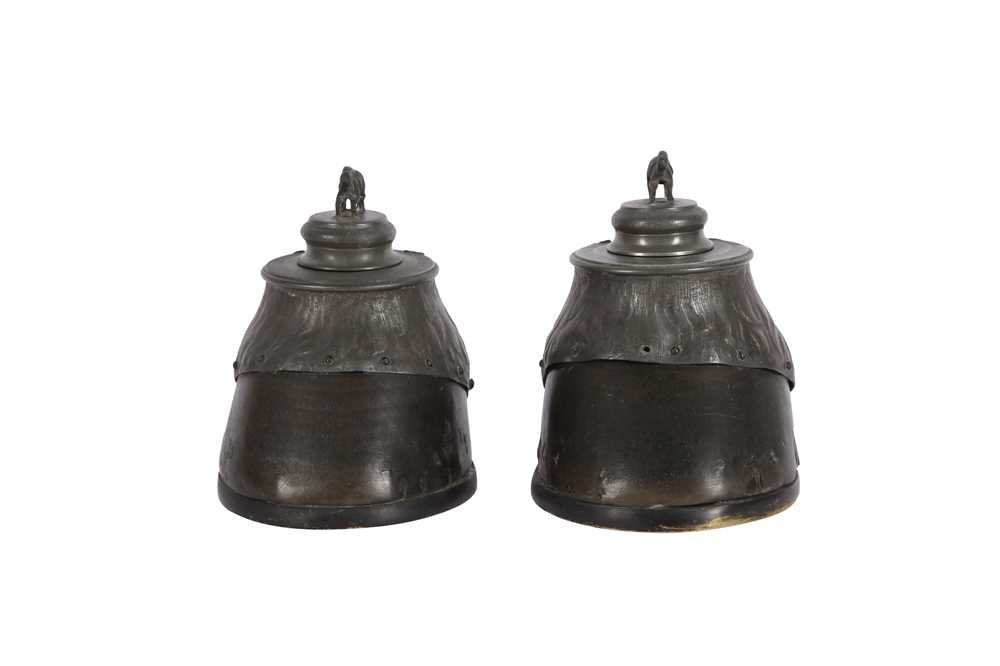 TAXIDERMY: A ZOOMORPHIC PAIR OF HORSE HOOF INKWELLS, LATE 19TH CENTURY - Image 2 of 3