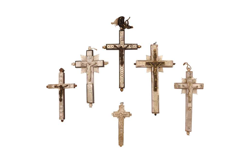 SIX 19TH CENTURY JERUSALEM MOTHER OF PEARL DECORATED CRUCIFIXES TOGETHER WITH TWO BOOKS - Image 5 of 6