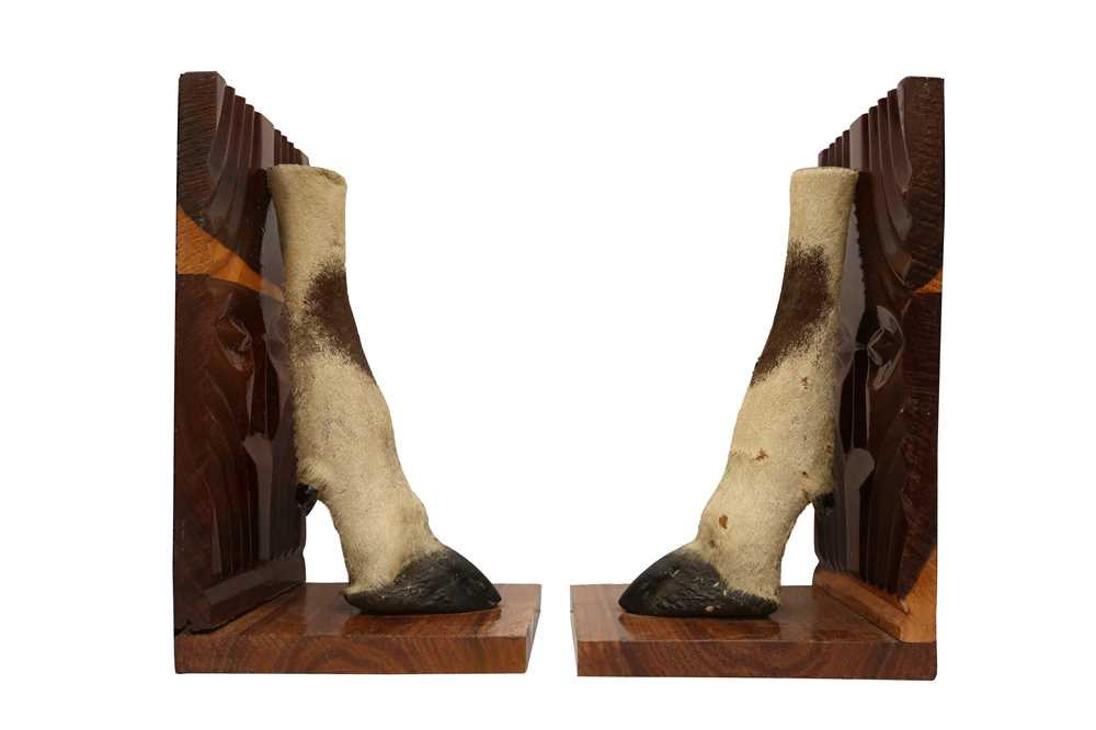 TAXIDERMY: A PAIR OF GEMSBOK ORYX HOOF AND LEG BOOKENDS - Image 3 of 3