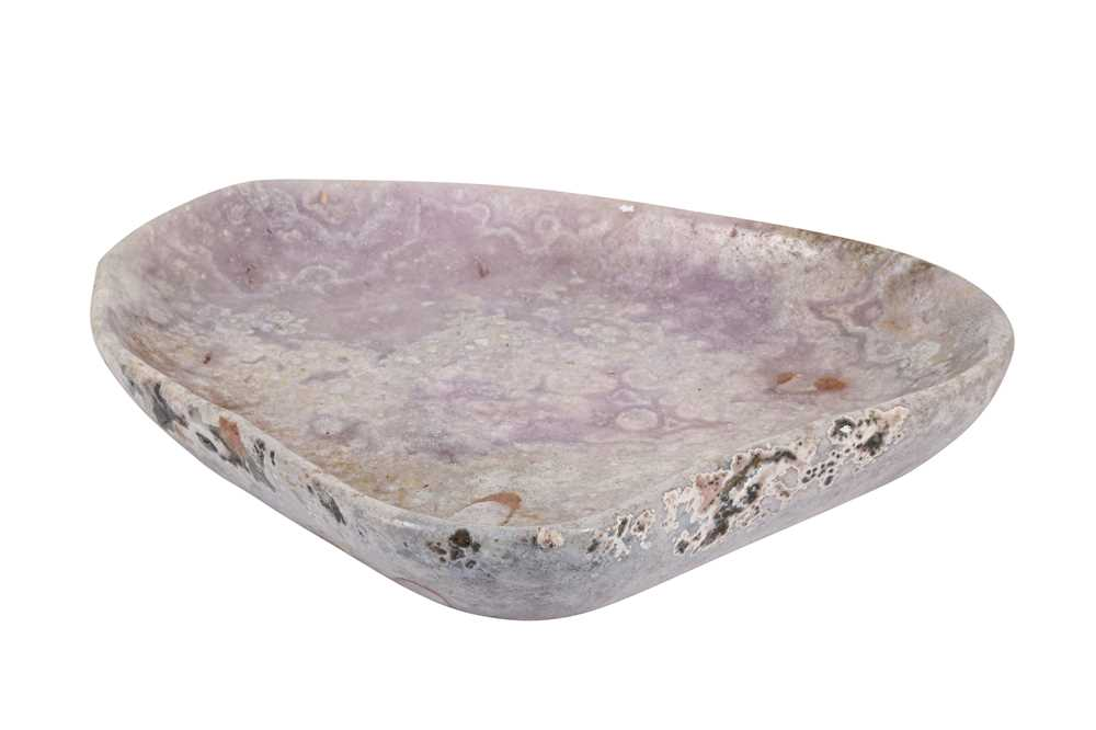 A LARGE AND VERY UNUSUAL POLISHED LILAC AMETHYST BOWL, SOUTHERN BRAZIL - Image 2 of 4