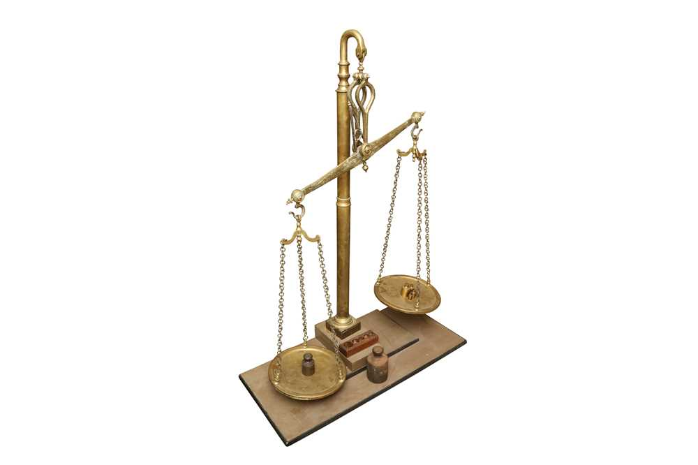 A MASSIVE SET OF LATE 19TH CENTURY ENGLISH FLOOR STANDING BRASS WEIGHING SCALES - Image 3 of 7