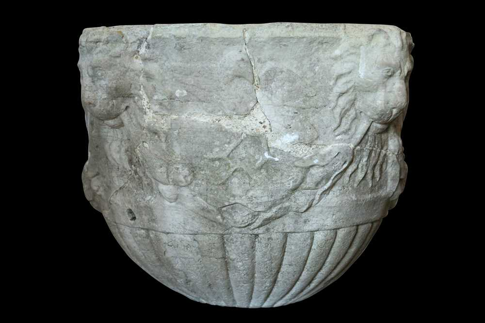 A 15TH / 16TH CENTURY ITALIAN CARVED MARBLE VESSEL DECORATED WITH LION MASKS AND BIRDS - Image 5 of 10