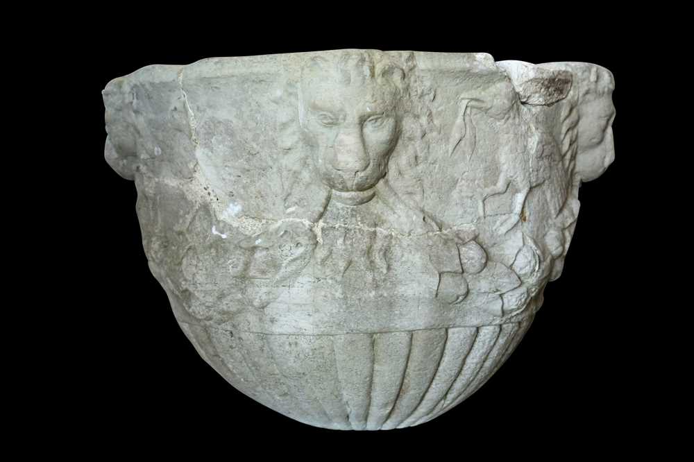 A 15TH / 16TH CENTURY ITALIAN CARVED MARBLE VESSEL DECORATED WITH LION MASKS AND BIRDS - Image 6 of 10