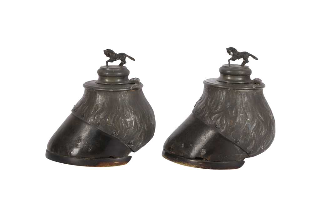 TAXIDERMY: A ZOOMORPHIC PAIR OF HORSE HOOF INKWELLS, LATE 19TH CENTURY - Image 3 of 3