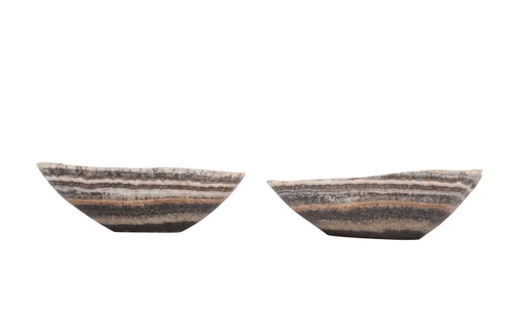 A PAIR OF ONYX SHALLOW BOWLS