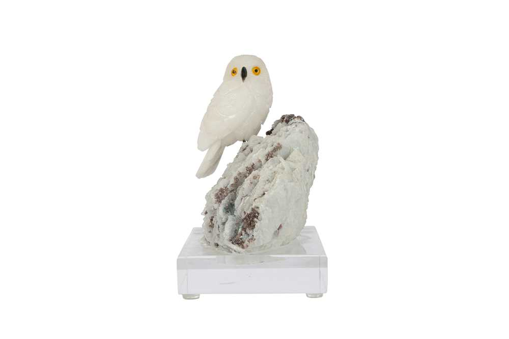 A 20TH CENTURY CARVED ROCK CRYSTAL MODEL OF A SNOWY OWL PERCHED ON A QUARTZ MATRIX