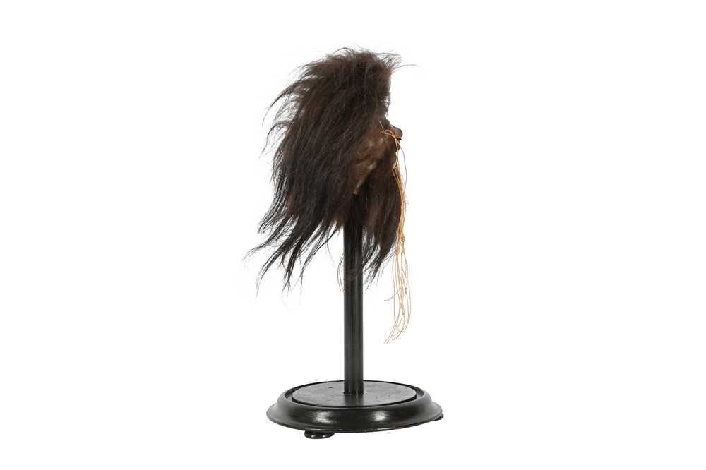 A FAUX SHRUNKEN HEAD ON STAND - Image 4 of 4