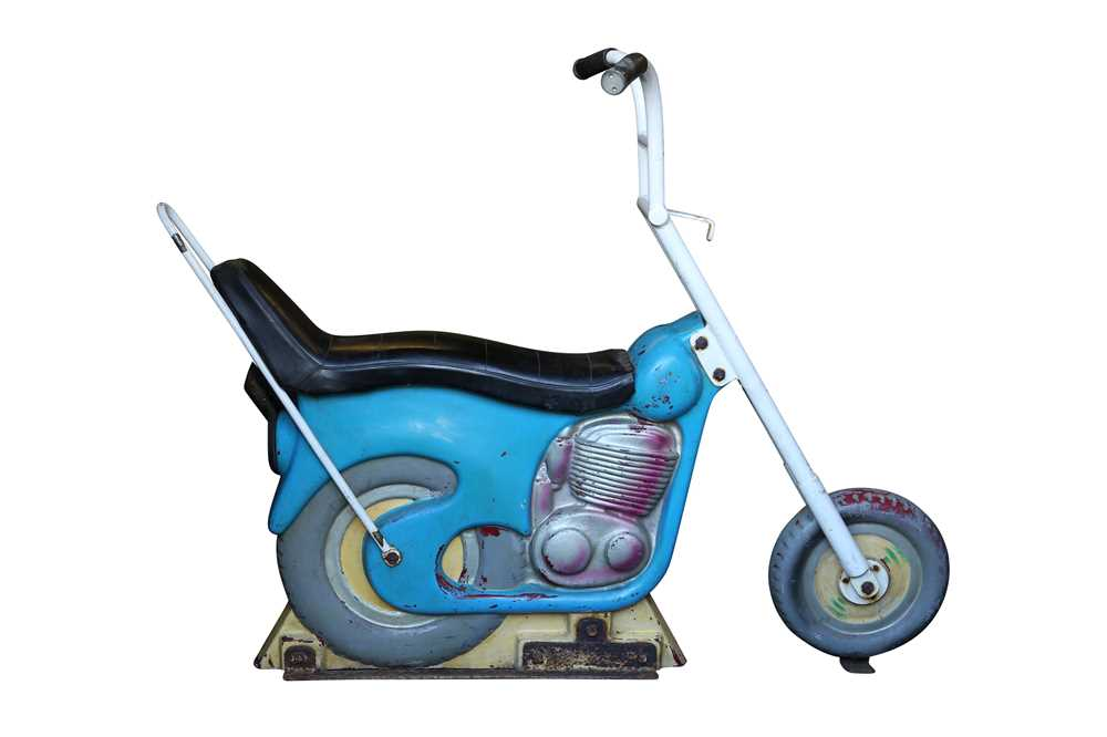 A LATE 1960'S / EARLY 70'S FAIRGROUND RIDE MOTOR BIKE 'MAXWELL'S LOW RIDER' - Image 2 of 4