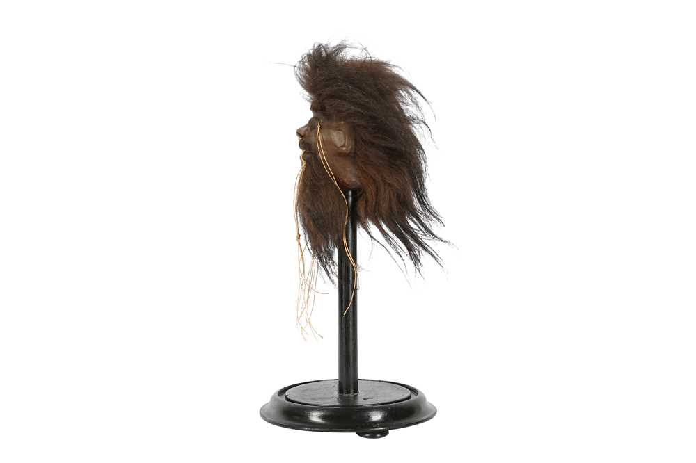 A FAUX SHRUNKEN HEAD ON STAND - Image 3 of 4