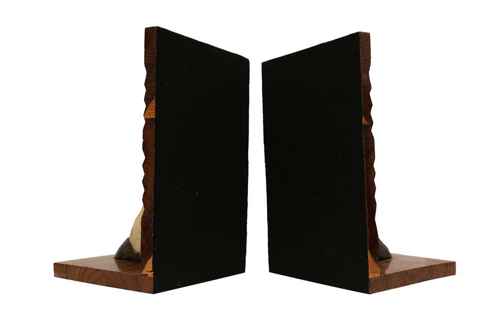 TAXIDERMY: A PAIR OF GEMSBOK ORYX HOOF AND LEG BOOKENDS - Image 2 of 3