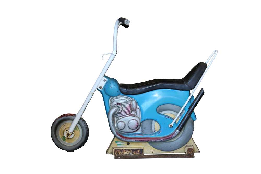 A LATE 1960'S / EARLY 70'S FAIRGROUND RIDE MOTOR BIKE 'MAXWELL'S LOW RIDER' - Image 3 of 4