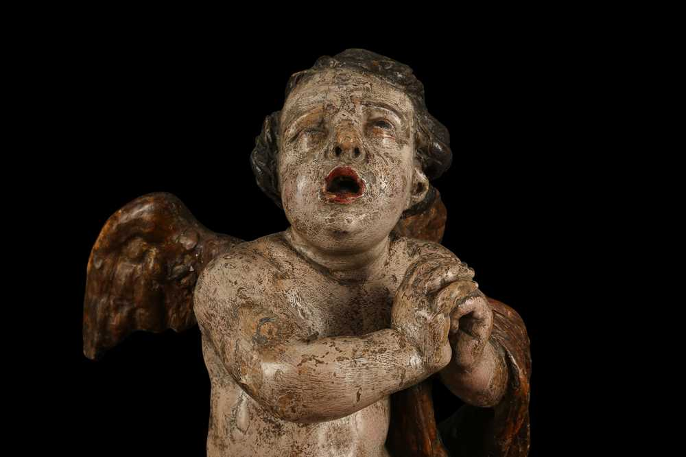 AN EARLY 17TH CENTURY SOUTH GERMAN POLYCHROME DECORATED AND CARVED WOOD FIGURE OF A CHERUB - Image 4 of 7