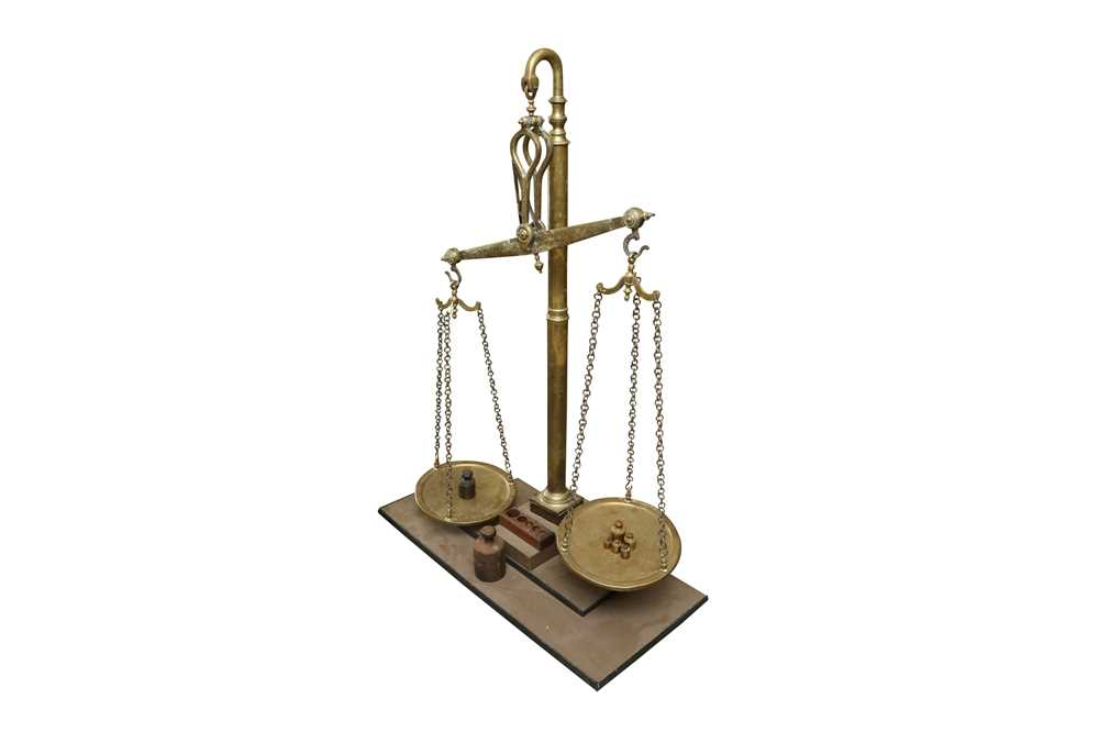 A MASSIVE SET OF LATE 19TH CENTURY ENGLISH FLOOR STANDING BRASS WEIGHING SCALES - Image 2 of 7