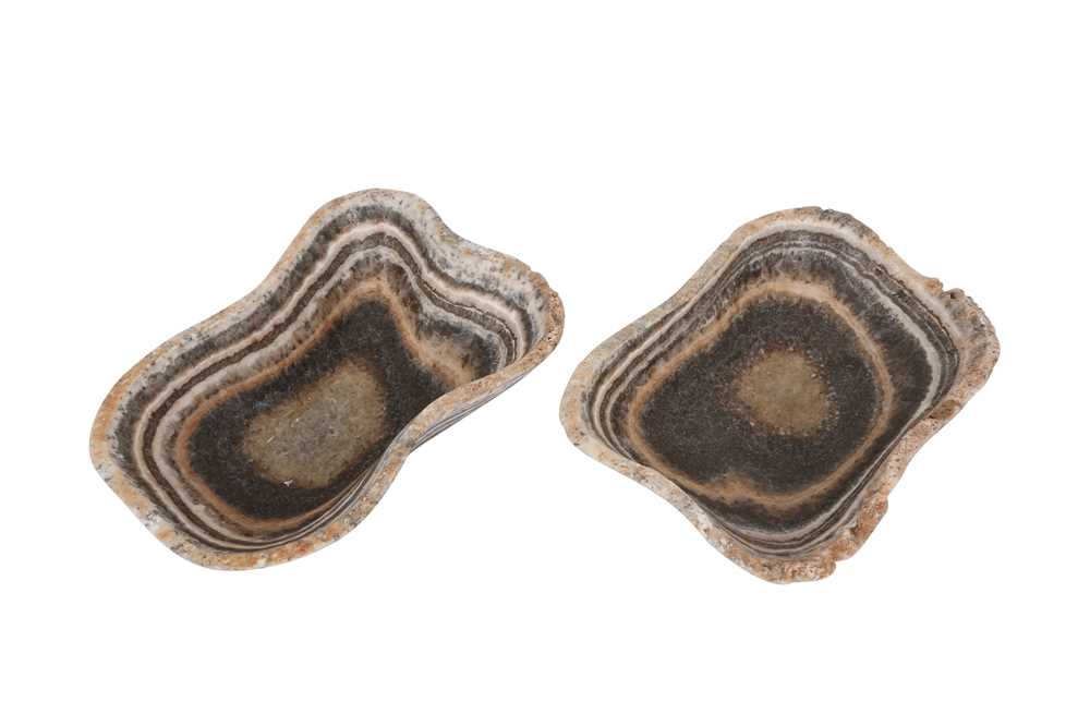 A PAIR OF ONYX SHALLOW BOWLS - Image 2 of 3