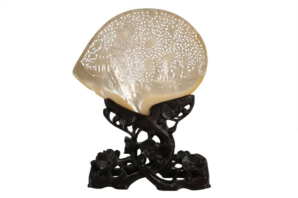 A COLLECTION OF FOUR 19TH CENTURY CHINESE PEARL SHELL CARVINGS, QING DYNASTY - Image 3 of 5