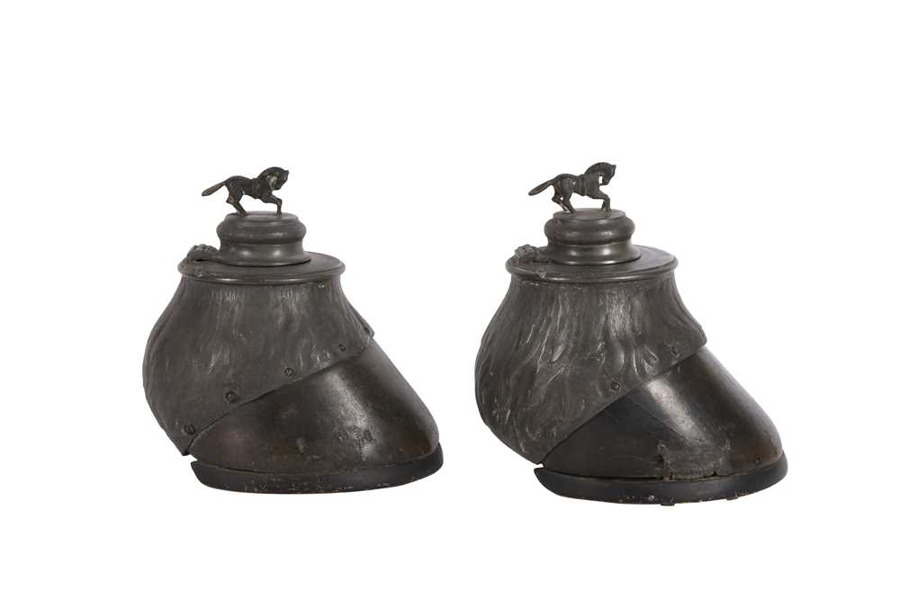 TAXIDERMY: A ZOOMORPHIC PAIR OF HORSE HOOF INKWELLS, LATE 19TH CENTURY