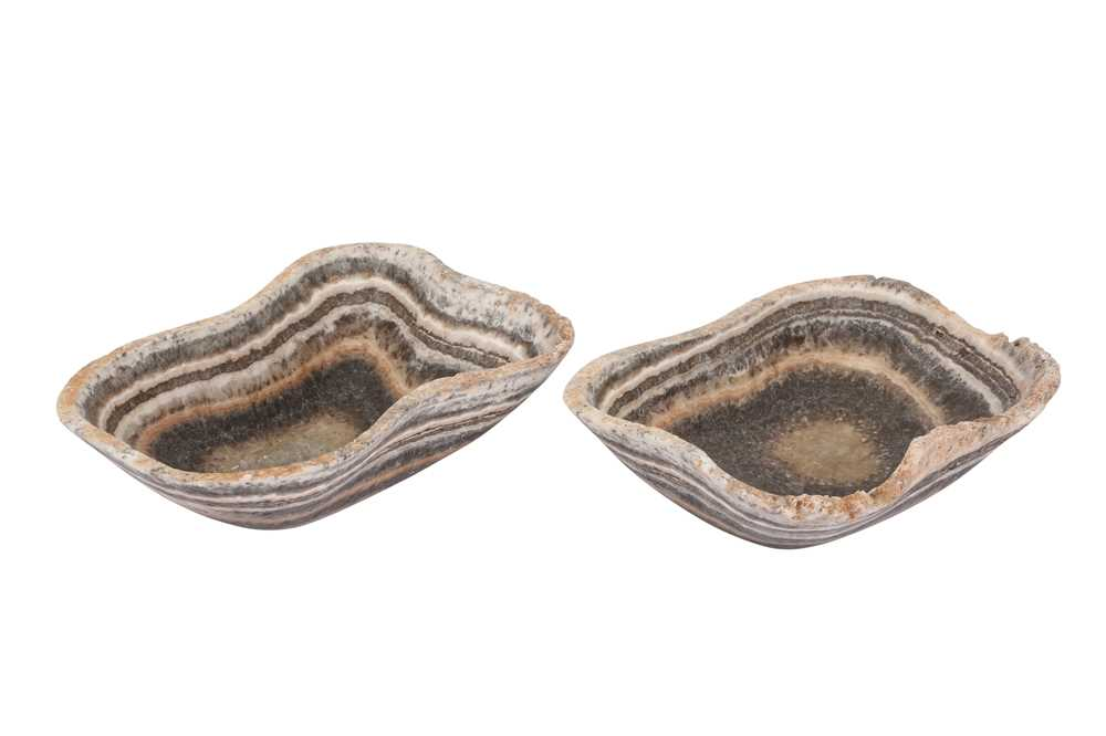 A PAIR OF ONYX SHALLOW BOWLS - Image 3 of 3
