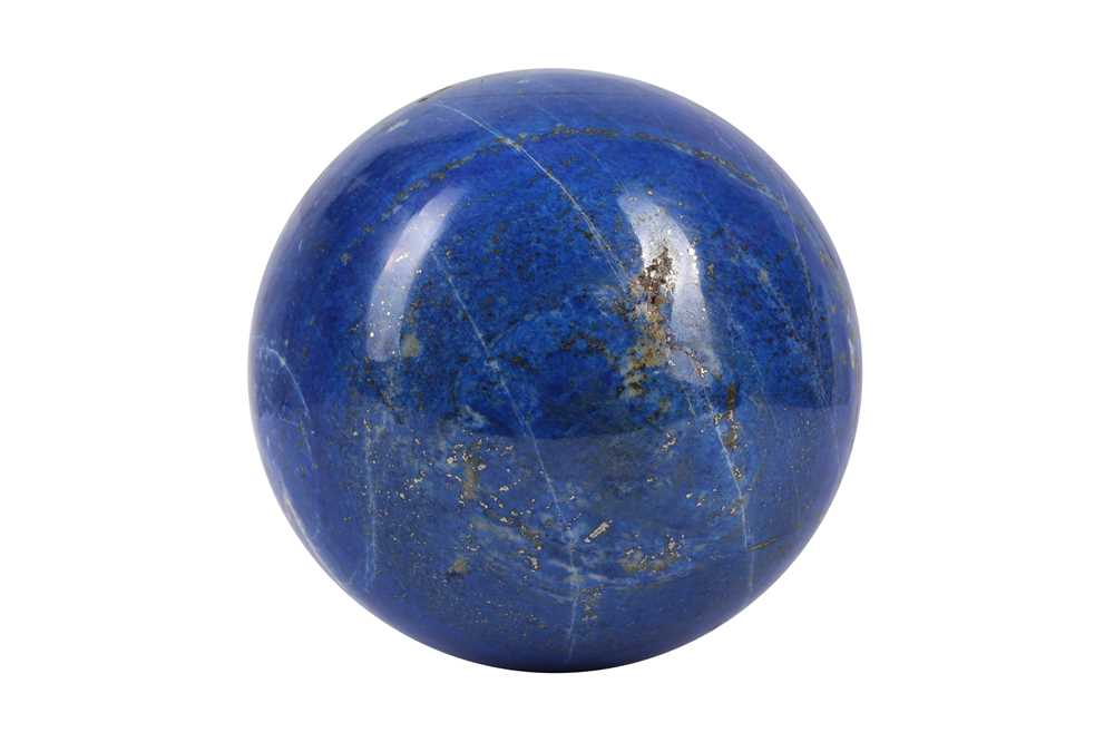 A LARGE SOLID LAPIS LAZULI SPHERE - Image 2 of 2