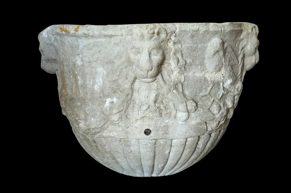 A 15TH / 16TH CENTURY ITALIAN CARVED MARBLE VESSEL DECORATED WITH LION MASKS AND BIRDS - Image 3 of 10