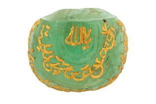 A LARGE CARVED LOW-GRADE EMERALD FRAGMENT WITH GOLD-INLAID CALLIGRAPHIC BANDS Possibly India, late 1