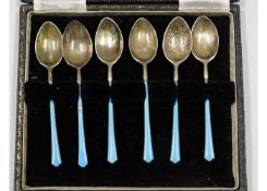 A boxed set of 1924 Birmingham silver teaspoons wi