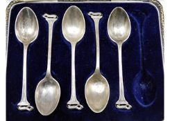 A cased set of Sheffield silver teaspoons with otte