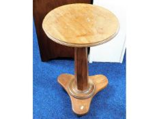 A 19thC. mahogany occasional table, 16.75in diamet