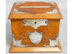 An oak cigarette dispenser box, 5in tall