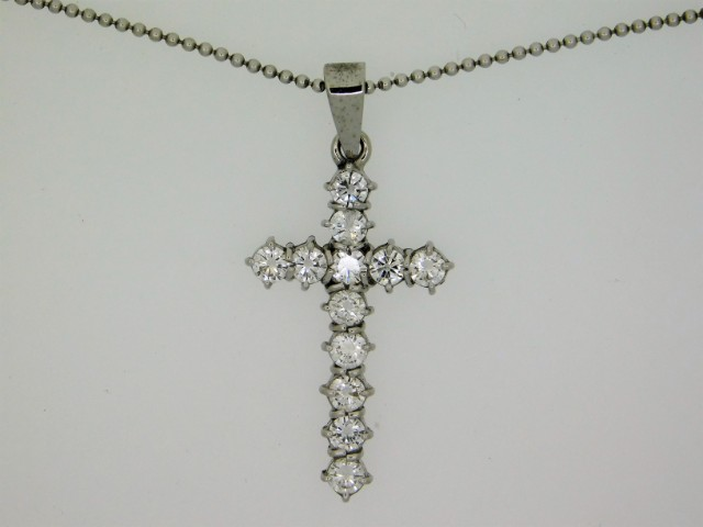An 18ct white gold necklace with cross set with ap