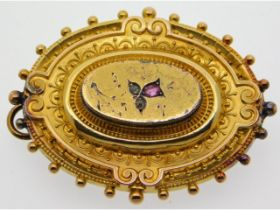 A Victorian yellow metal mourning brooch, a/f, set