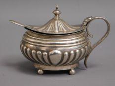 An Edwardian 1908 Birmingham silver mustard pot wi