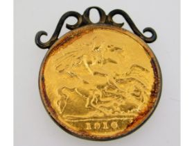 A yellow metal pendant, tests as 9ct gold, inscrib