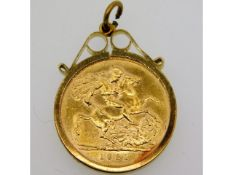 A 1931 full gold sovereign set in 9ct gold mount,