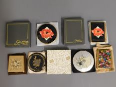 A small collection of good compacts & one note pad, four by Stratton including ballerina £30-50