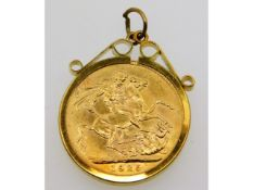 A 1925 full gold sovereign set in 9ct gold mount,