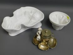 A large porcelain lobster mould, one jelly mould &