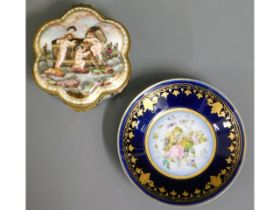 An early 20thC. Capodimonte hinged porcelain box,