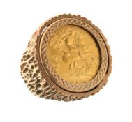 9ct gold string of textured design inset with George V gold half sovereign 1915, size P, 13.3g gross