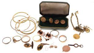 Assorted yellow metal and unmarked jewellery to include rings, hoop earrings, pair of base metal