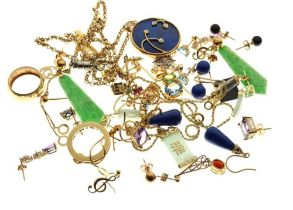 Group of 9ct gold, yellow metal and other jewellery