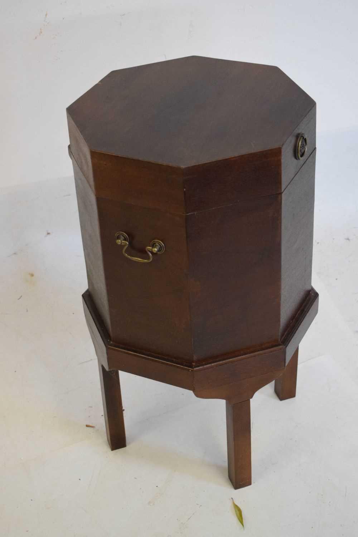 Reproduction cellarette - Image 2 of 3