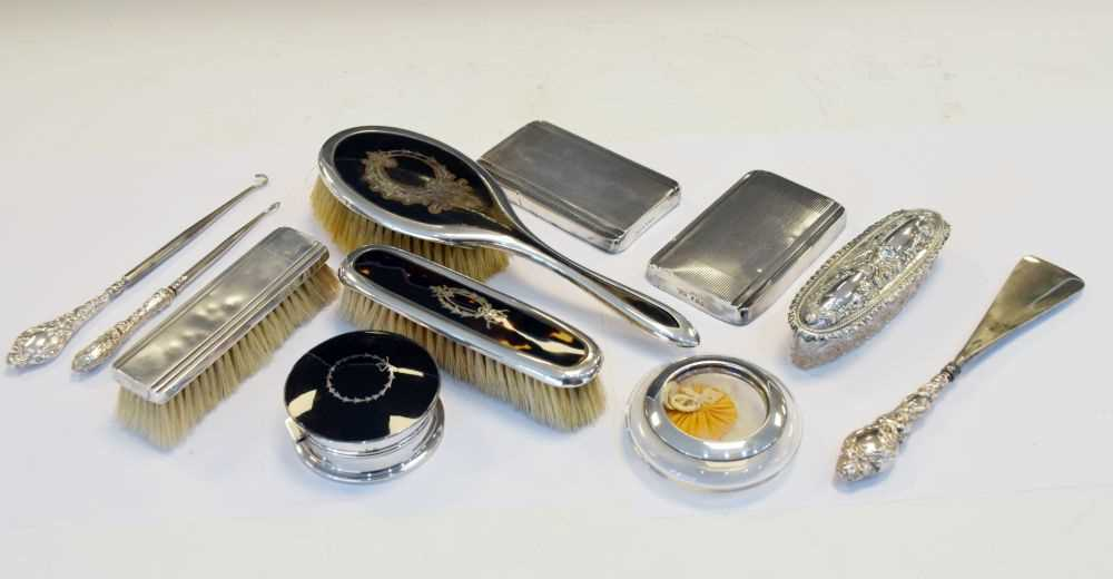 Quantity of silver items to include, shoe horns , brushes etc