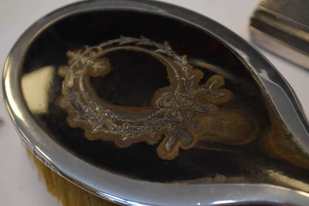 Quantity of silver items to include, shoe horns , brushes etc - Image 5 of 6
